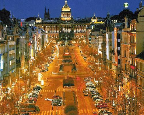 702277-Wenceslas_Square-Prague