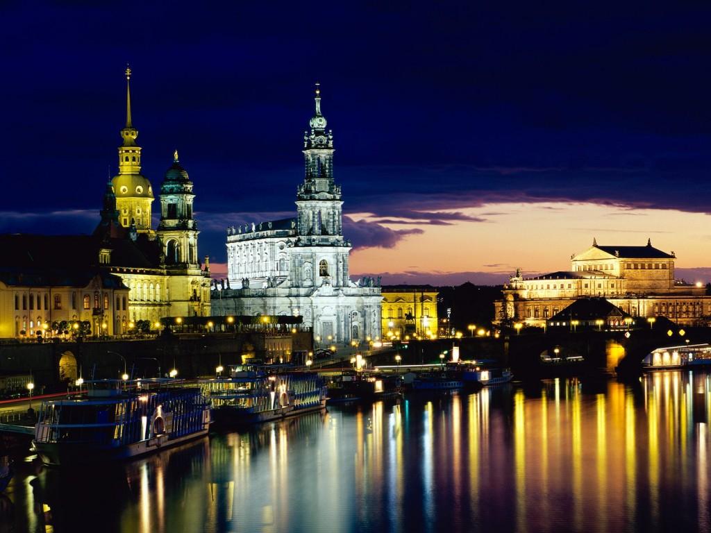 Elbe_-_Dresden,_Germany